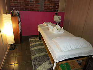 Single Massage Bed & Room